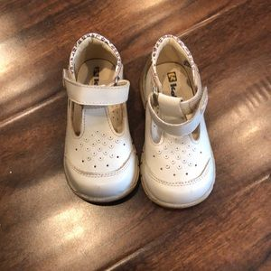 Tan kone shoes for toddlers